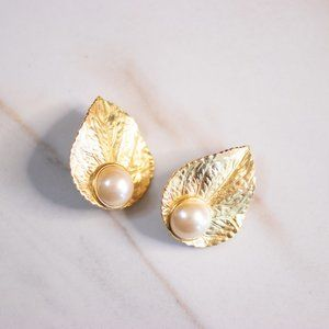 RICHELLIEU GOLD LEAF WITH FAUX PEARL EARRINGS